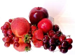 Buah buahan berwarna merah